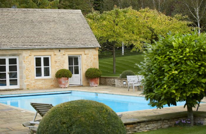 Heated outdoor swimming pool with pool house (available May to September only)