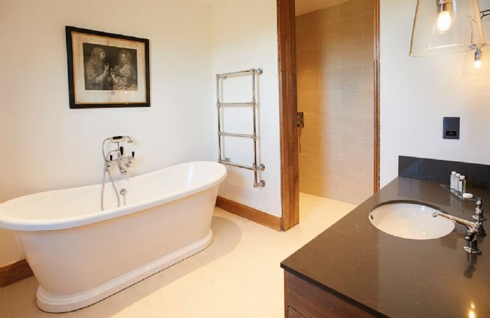 Exeter Wing: Bedroom two has an en-suite bathroom with separate walk in shower