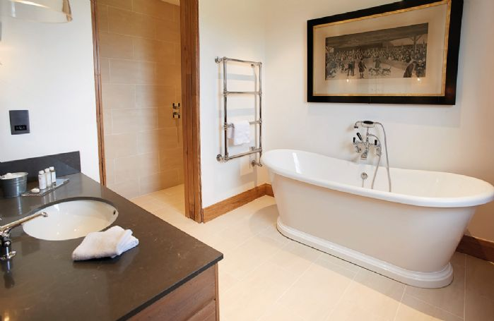 Exeter Wing: Bedroom three has an en-suite bathroom with separate walk in shower