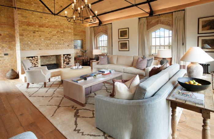 Exeter Wing: Sitting room with open fireplace