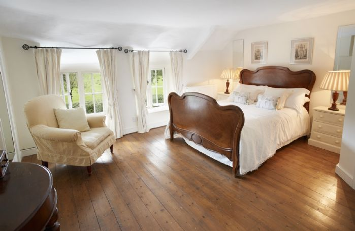 First floor: Master bedroom with 4'6 bed