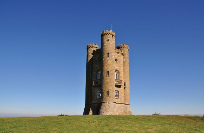 The Cotswolds Highest Castle, Broadway Tower can be reached within 20 minutes and offers views of 16 counties