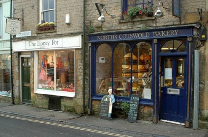 Stow -on-the-Wold with a selection of shops and restaurants can be reached within 10 minutes