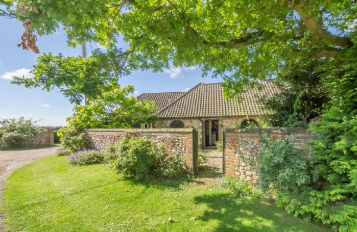 Town Farm Barn is situated in a small quiet development overlooking the Sandringham Estate and Bircham Windmill