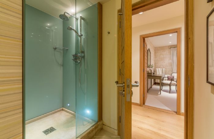 Ground floor: Shower room with wc