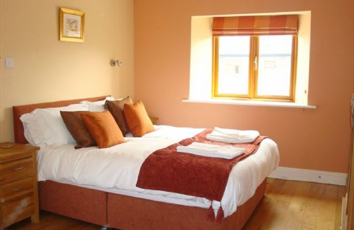 Double bedroom with zip and link beds (please advise should you wish this room to be made as a twin).