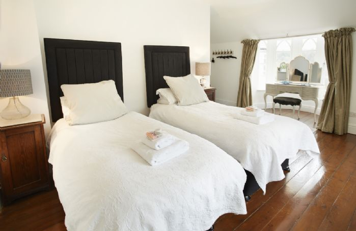 First floor: Palm bedroom with two single beds