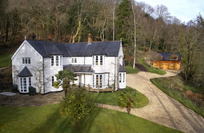 Slowpool & Littlepool provide the utmost privacy, and there are many country walks to enjoy from the property