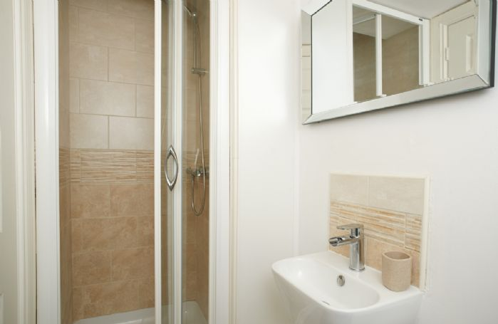 Ground floor: En suite shower room