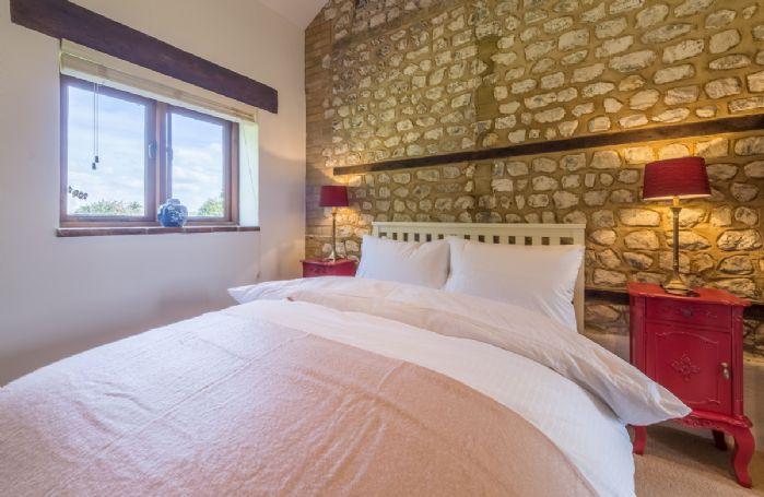 Ground floor: Bedroom with 4'6 double bed and en-suite shower room