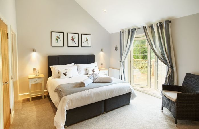 Ground floor: Master bedroom with 6' bed and en suite bathroom with separate shower