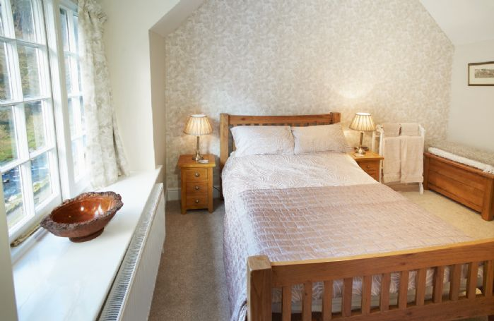 Second floor: Double bedroom with 4'6 bed and en-suite bathroom