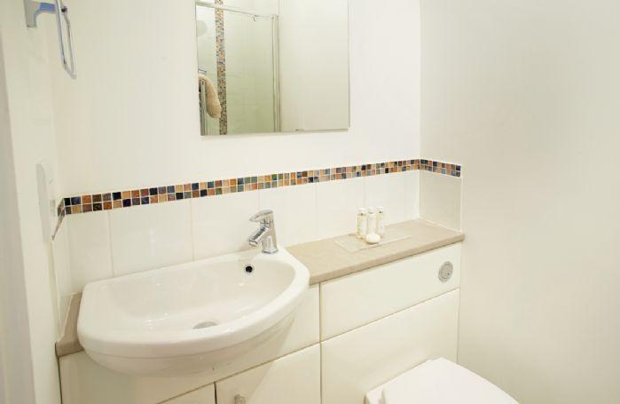 Second floor: En-suite bathroom