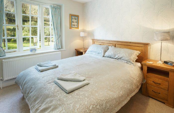 First floor: King size bedroom (5' bed) with en-suite bathroom