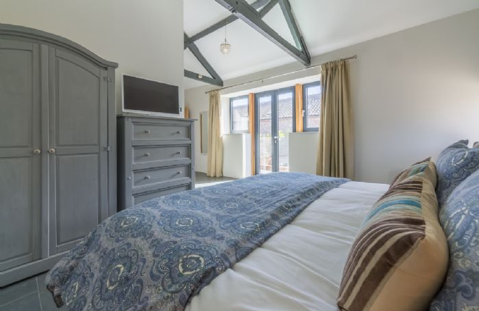 Ground floor:  Double bedroom with 6' zip and link bed which can be made into 3' twin beds on request