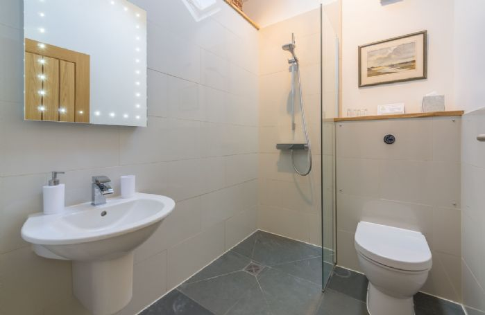Ground floor:  En-suite wet room