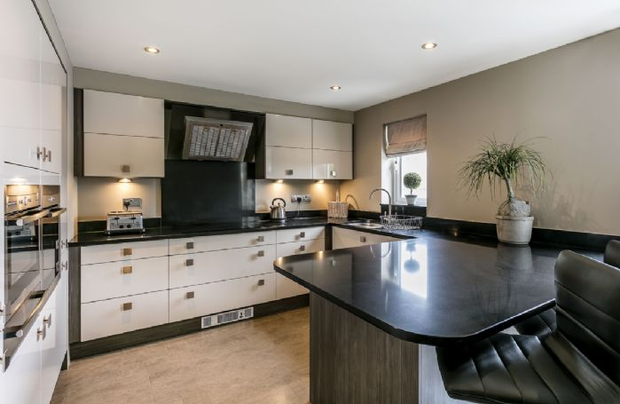 First floor: Modern fully equipped kitchen/dining room