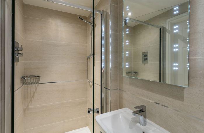 Ground floor: En-suite shower room.