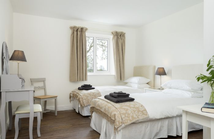 Ground floor: Bedroom with twin beds and an en-suite shower room