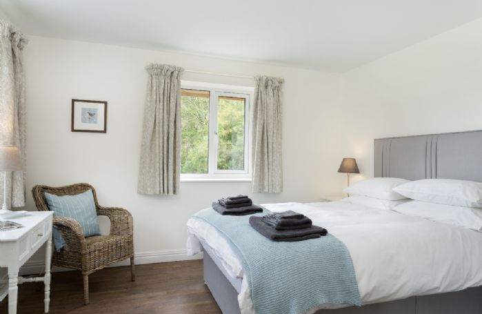 Ground floor: Bedroom with king size bed and an en-suite shower room