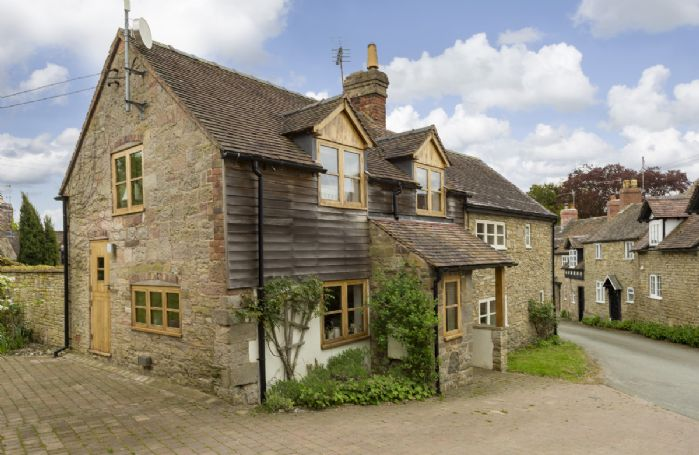 New Inn Cottage is a semi-detached cottage on a quiet street in Cardington