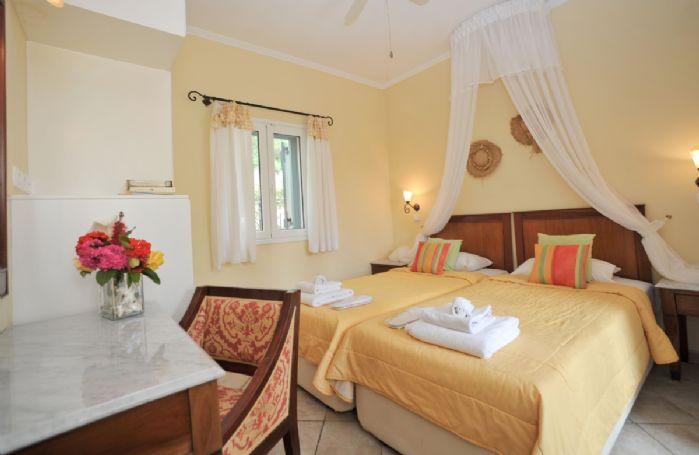 First floor: Twin bedroom with en-suite bathroom