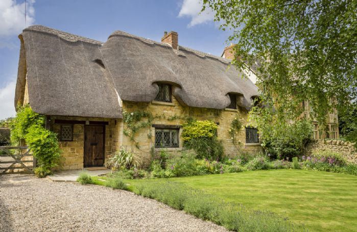 St Michael's Cottage provides boutique style accommodation in an historic setting located in the beautiful village of Broadway