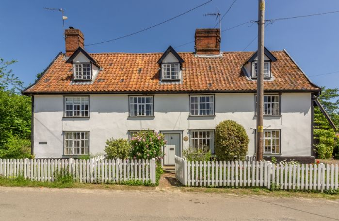 Holly Cottage is a mid-terrace property situated in the quiet Suffolk village of Huntingfield