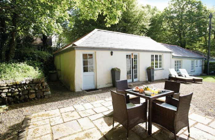 Spring Water Barn with accommodation for 2 guests, one of three properties on the magnificent Bonython Estate, under 5 miles south of Helston on the northern part of the Lizard Peninsula