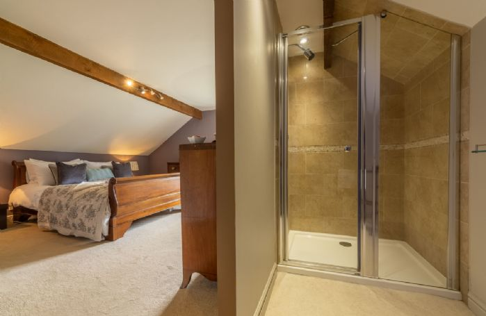 Second floor: En-suite shower room