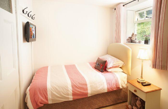 Upper ground floor: Single bedroom with 3' bed