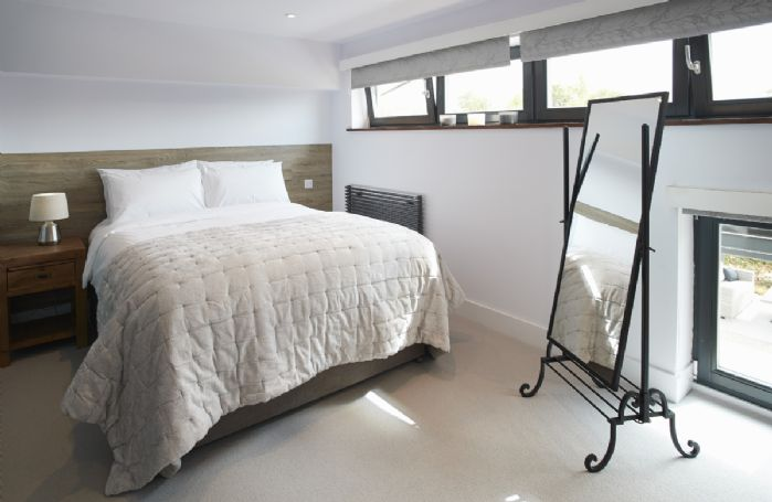 First floor:  Second bedroom with king size bed that can be configured as 2'6 twin beds
