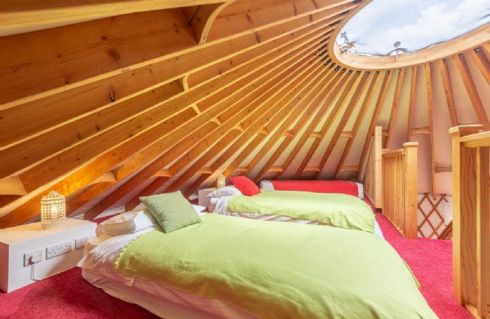 Upper mezzanine floor: Bedroom with three 3' singles