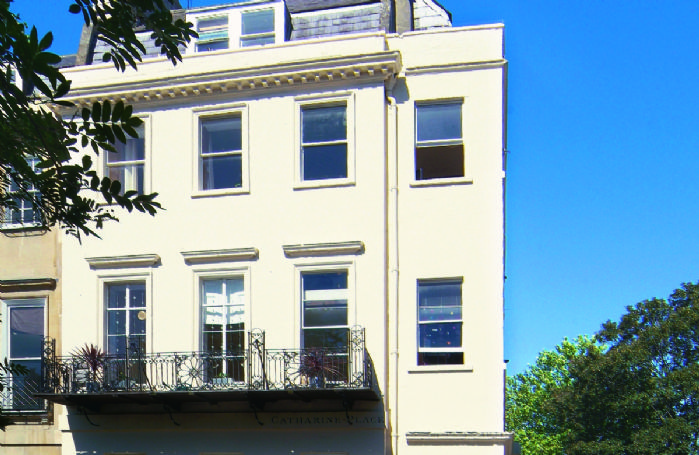 With its own private entrance, this luxurious apartment is situated on the top floor of this beautiful Georgian building