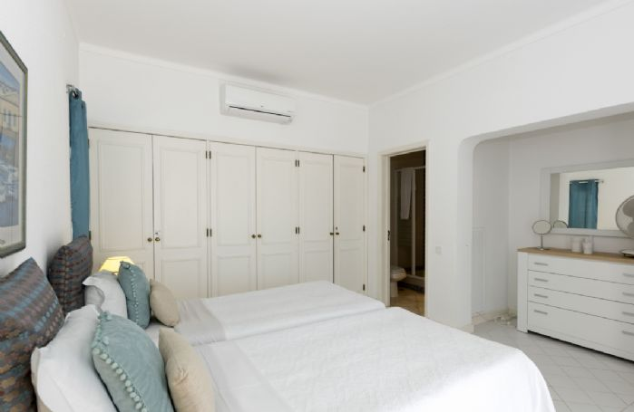 Ground floor: Double bedroom with en-suite shower room