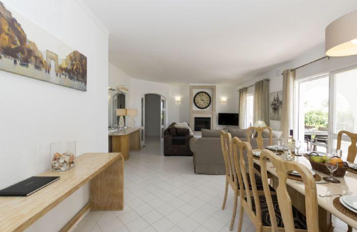 Ground floor: Open plan sitting/dining area