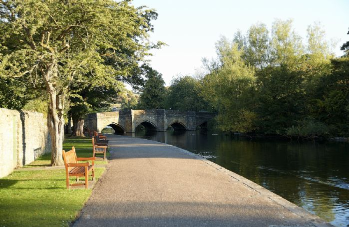 Nearby is the small market town of Bakewell located on the River Wye