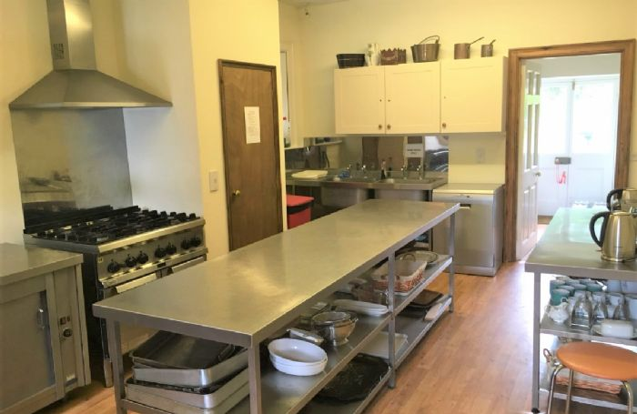 Ground floor: Fully equipped kitchen, perfect for catering to large groups