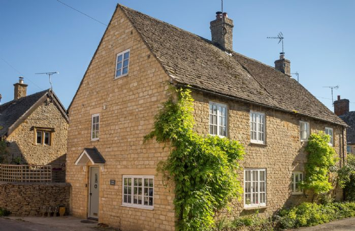 Corner Cottage is a delightful, traditional Cotswold stone cottage in Lower Oddington