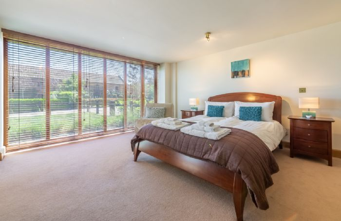 Ground Floor: Double bedroom with 5' bed & en-suite shower room