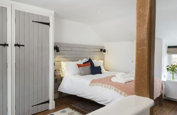 Second floor: King size bedroom with traditional features