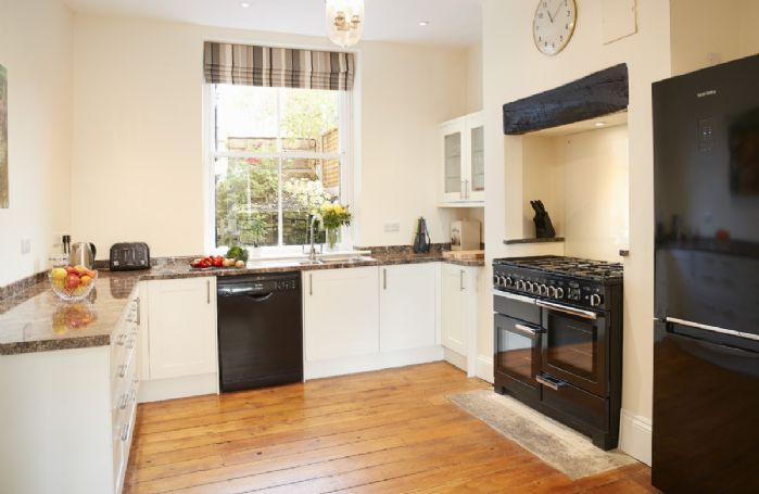 Ground floor: Fully equipped kitchen with Range Master Cooker