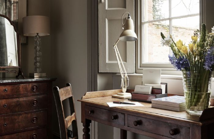 Ground floor: Beautiful desk next to the window in the bedroom