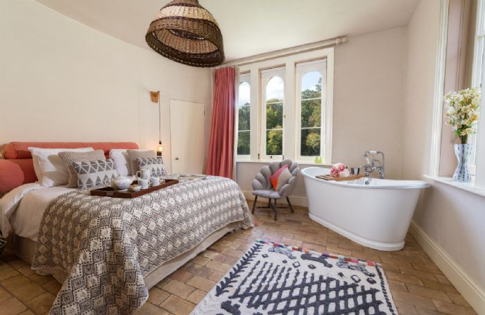 Ground floor: Bedroom with king size bed and bath with an en-suite wc and basin