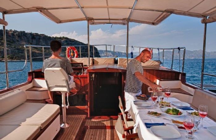 Private dining experience on Kumlubuk bay