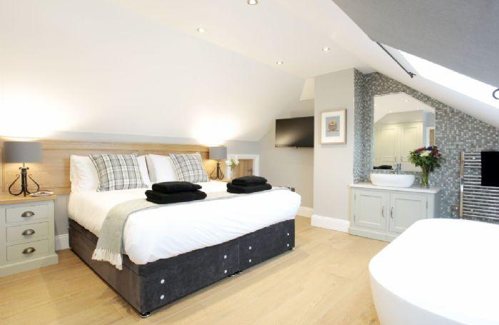 Ground floor: Double bedroom with 6' zip and link bed and en suite shower room