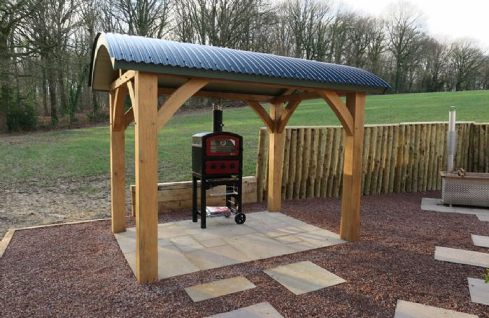 Top of the range pizza oven where guests are able to cook for all year dining outside