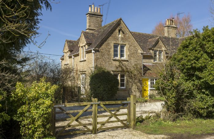 Lowfields is a spacious holiday home on the edge of a peaceful hamlet