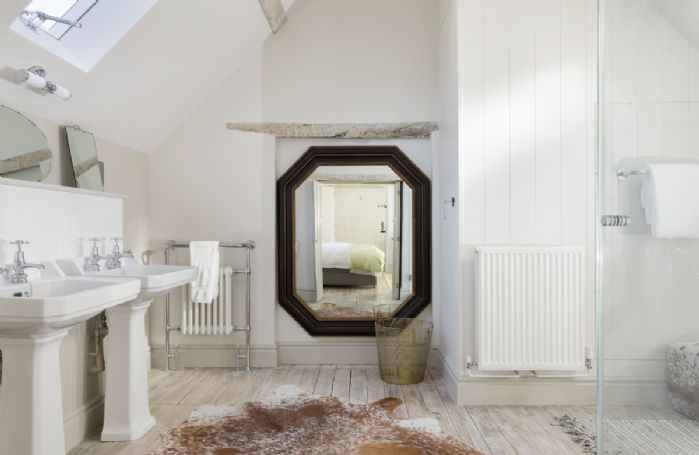 The Coach House: En-suite bathroom with walk in shower
