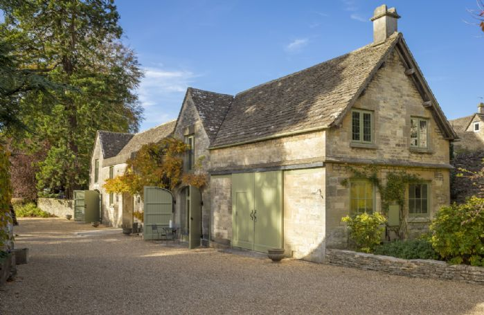 The Stables is one half of a refurbished Cotswold stone working building, and has been refurbished to reflect its working heritage